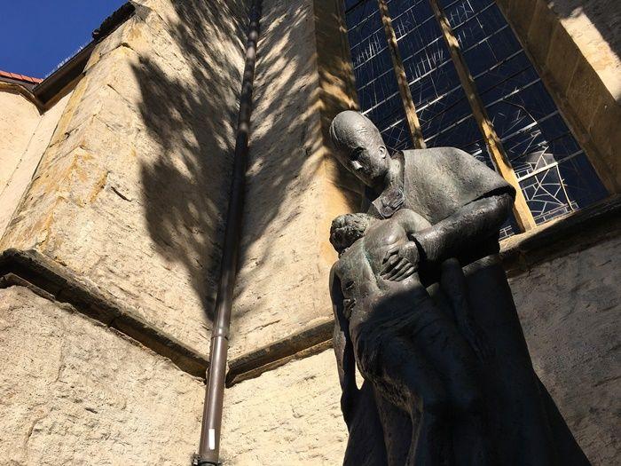 Skulpturen rund um Bielefeld – Spaziergang zwischen Pauluskirche und Piuskapelle